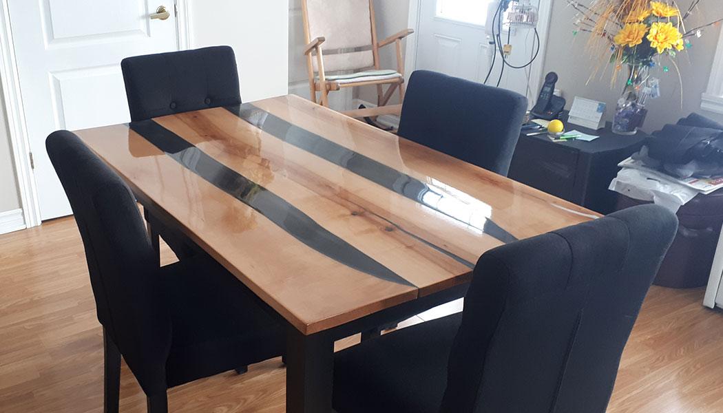 Table en Bois et Époxy